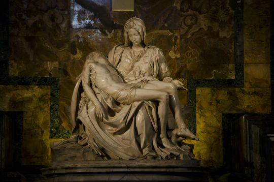 an analysis of the pieta by michelangelo